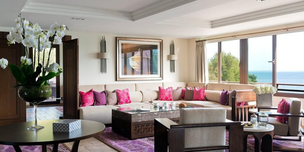 Suite-Miramar-Tiara-Miramar-Beach-Hotel-Spa-4-etoiles-Theoule-sur-Mer-France_1200.600.crop-S.photo.a7a40